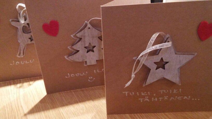 Joulukorttiin puinen kuusen koriste