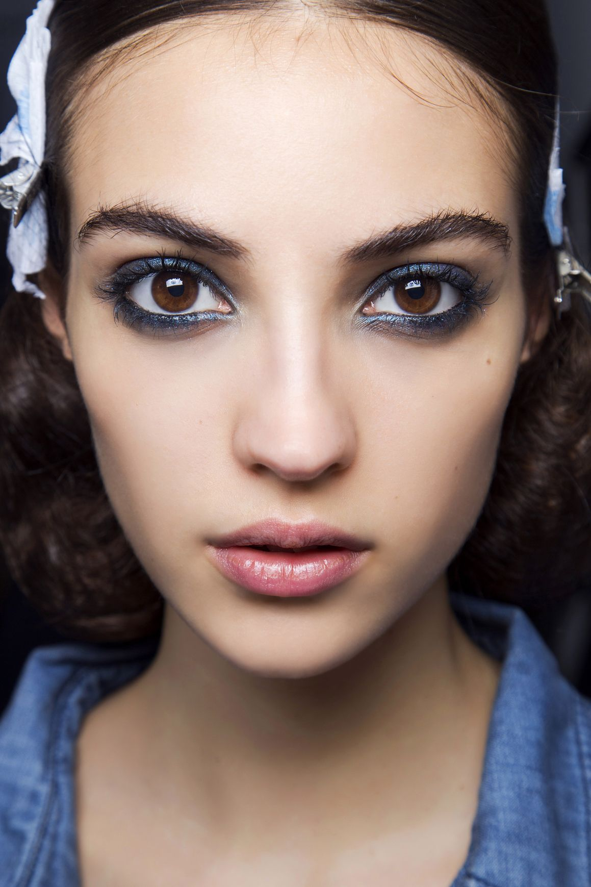 5 Hot Weather Makeup Ideas That Look Better When They Re Melty Skin Makeup Blue Eyeliner Makeup