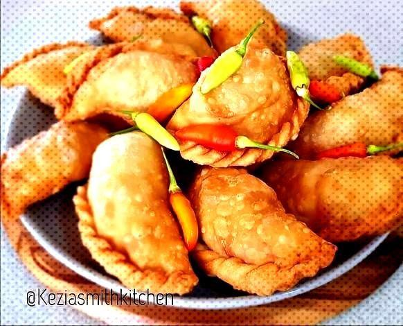 Pastel Goreng (Indonesian Crispy Fried Pies)Pastel Goreng (Indonesian Crispy Fried Pies)Pastel Gore