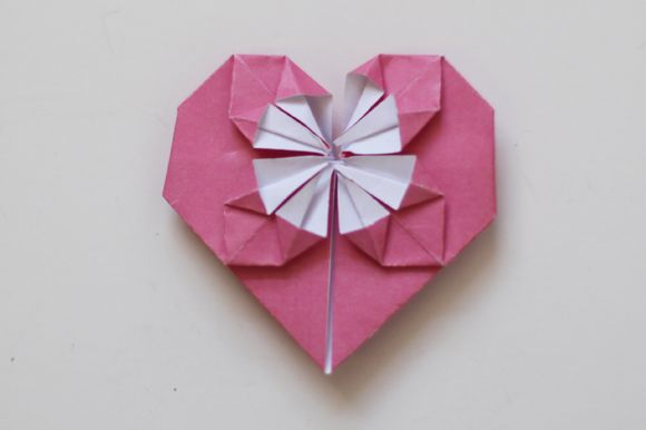 DIY: A Sweet Origami Heart - Free People Blog. Maddison has made these for me. :D So cute!