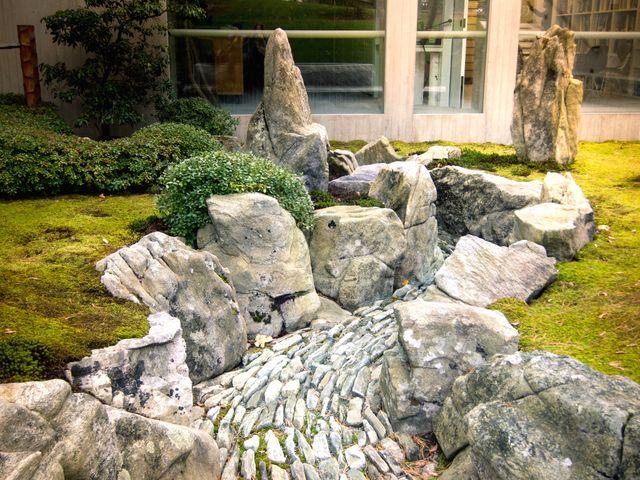Rocher pour jardin top jardin du souvenir stle rocher for Gros rocher pour jardin