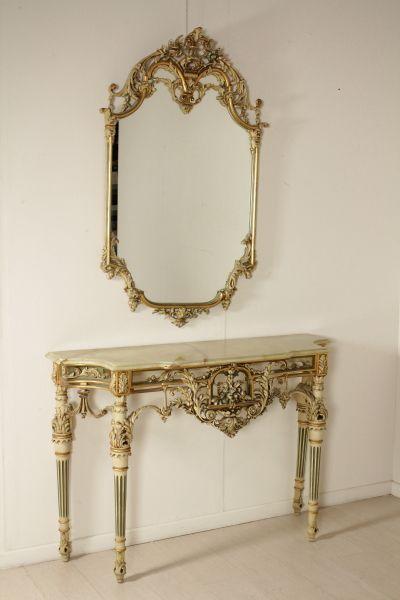 Consolle con specchio con gambe tronco-coniche, fascia riccamente ...
