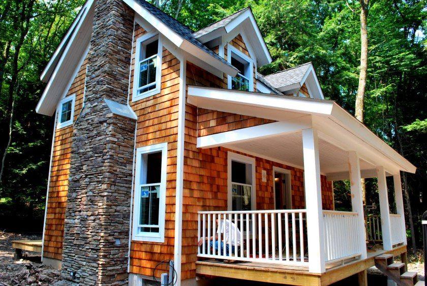 Best Cedar Shake Siding Cost Plus Pros Cons 2020 House Siding Options Exterior House Siding 640 x 480