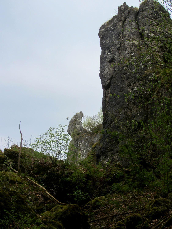 Trail running to the #caves of #Franconian #Switzerland / Höhlenlauf in der Fränkischen Schweiz am 1.5.13. More: http://laufspass.com/laufberichte/2013/hoehlenlauf-2013-film.htm