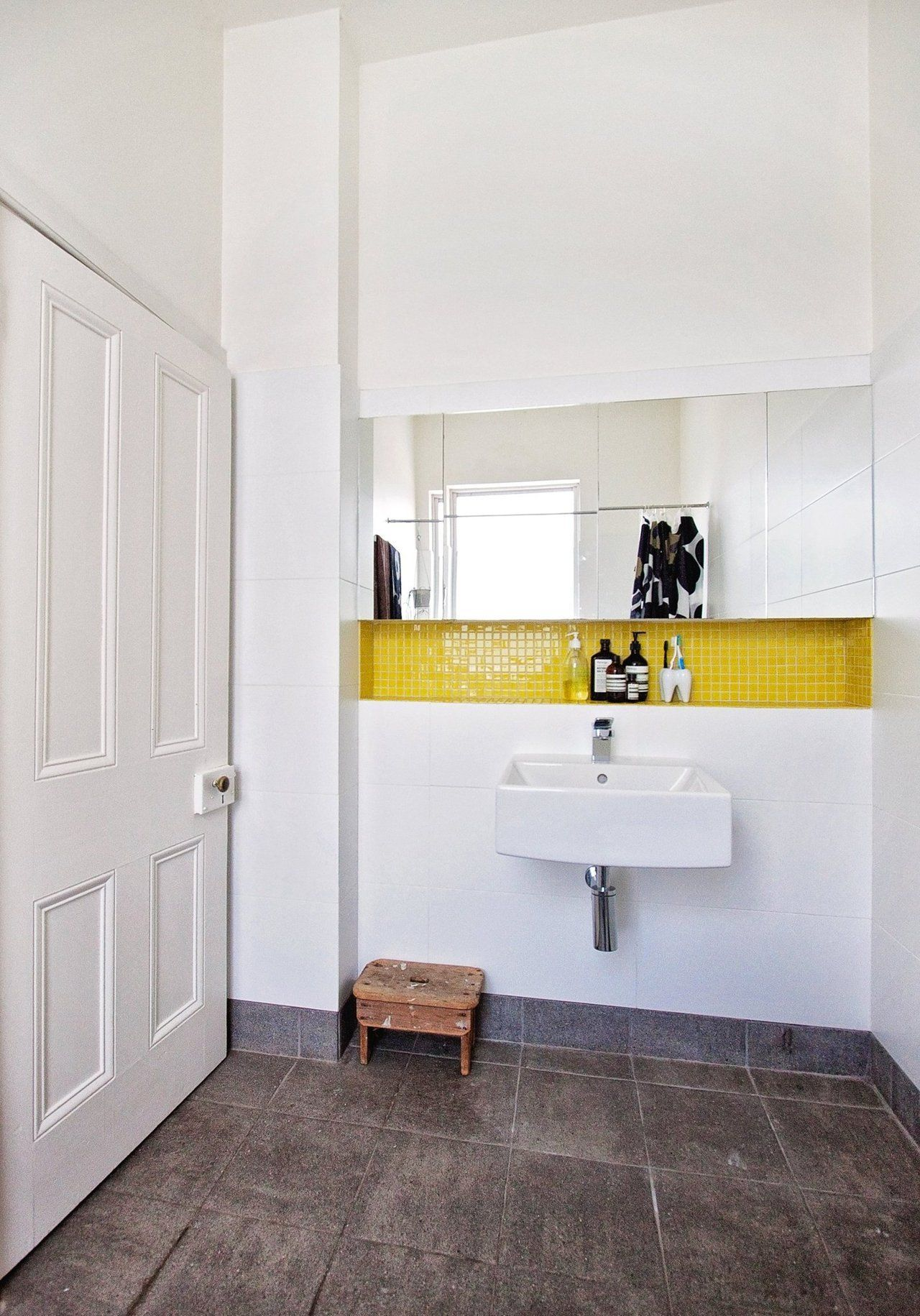Beci Raph S Art Filled Home In Australia Yellow Bathrooms Trendy Bathroom Tiles Bathroom Inspiration