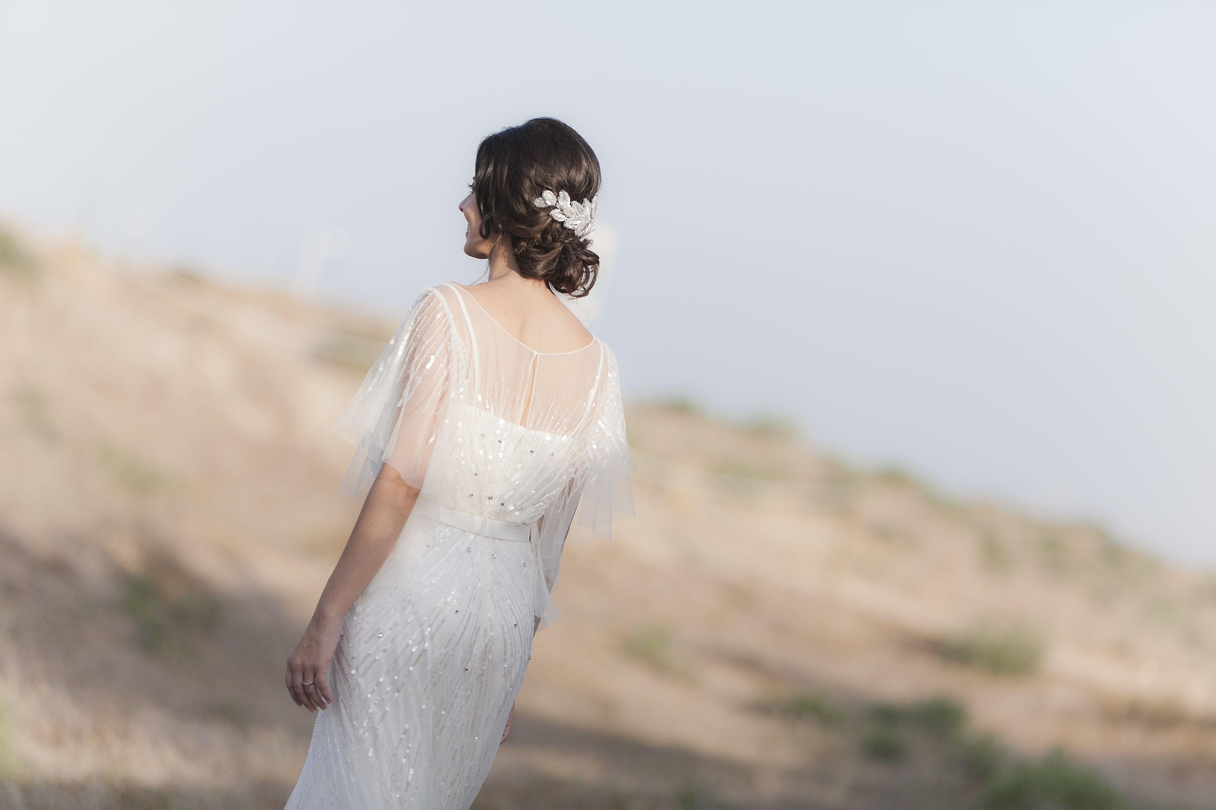 Tocado de novia con lentejuelas, cristal y strass.