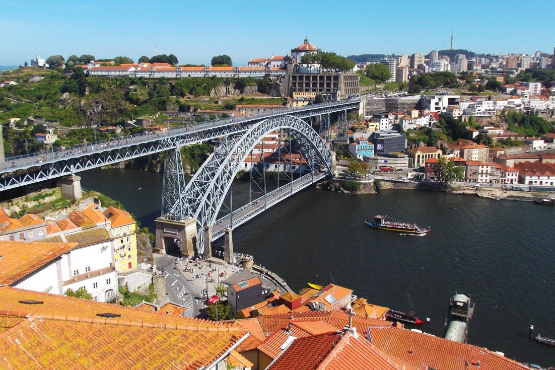 Let me guide you through Porto, Portugal's secret art center and home to world-famous portwine. In short: I'm taking you on the grand tour of a grand city.