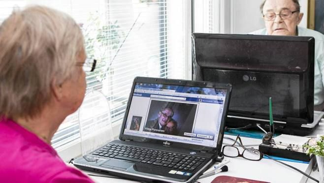 Rakkaus löytyi Facebookista - koskaan ei ole liian myöhäistä heittäytyä * Vilma Pursiainen, 85, ja Otto Pursiainen, 84, rohkenivat paljastaa sielunsa toisilleen netissä. * Rakkaus alkoi Facebook-chatissa. Vilma ja Otto keskustelivat sairauksistaan, lapsistaan ja uskostaan. Joskus Otto lähetteli sydämiä, Vilma ei harmikseen osannut. * Kun pari oli tuntenut toisensa kolmisen kuukautta, he menivät naimisiin maistraatissa kahden todistajan ollessa läsnä. Hääpäivä oli 27. syyskuuta 2011. <3