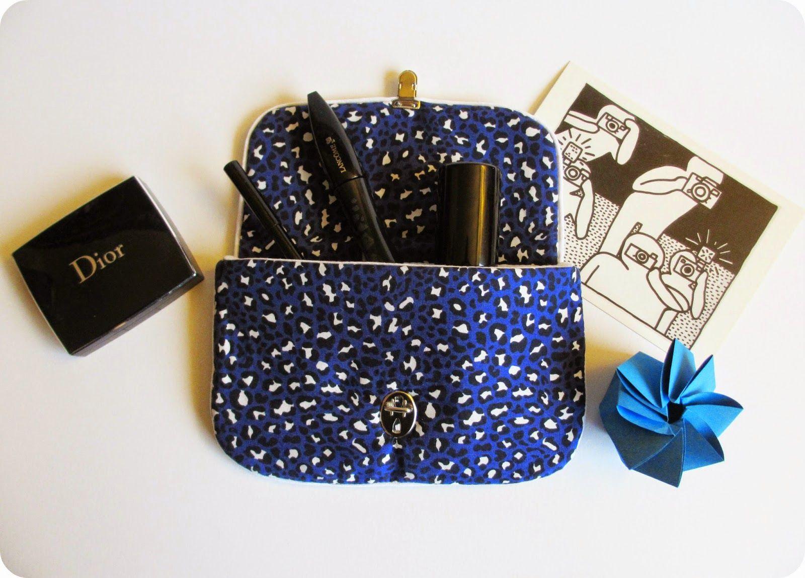 Pochette molletonnée en tissu léopard bleu par *Tadaam!
