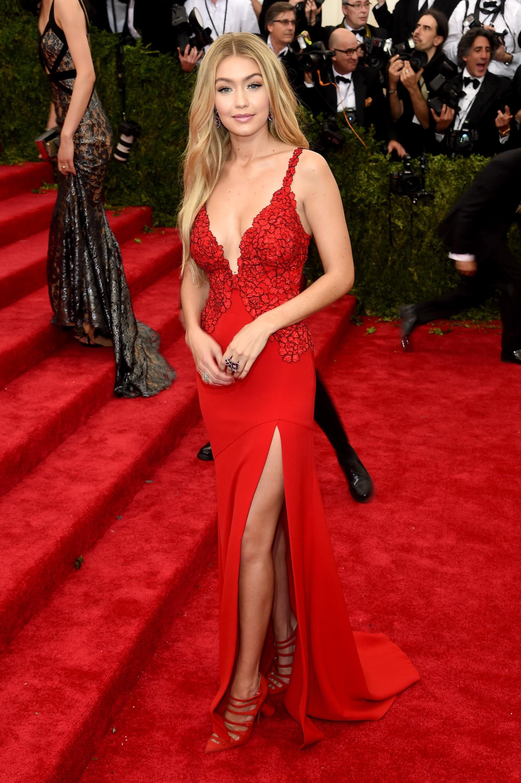 Gigi Hadid S Red Hair Is Even Redder Than We Thought Met Gala Met Gala Red Carpet Fashion [ 3000 x 1996 Pixel ]
