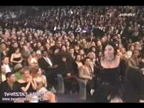 En el 2004, la banda Evanescence ganó como Mejor Artista Nuevo, 50 Cents subió al escenario en protesta pues él estaba en la misma categoría.
