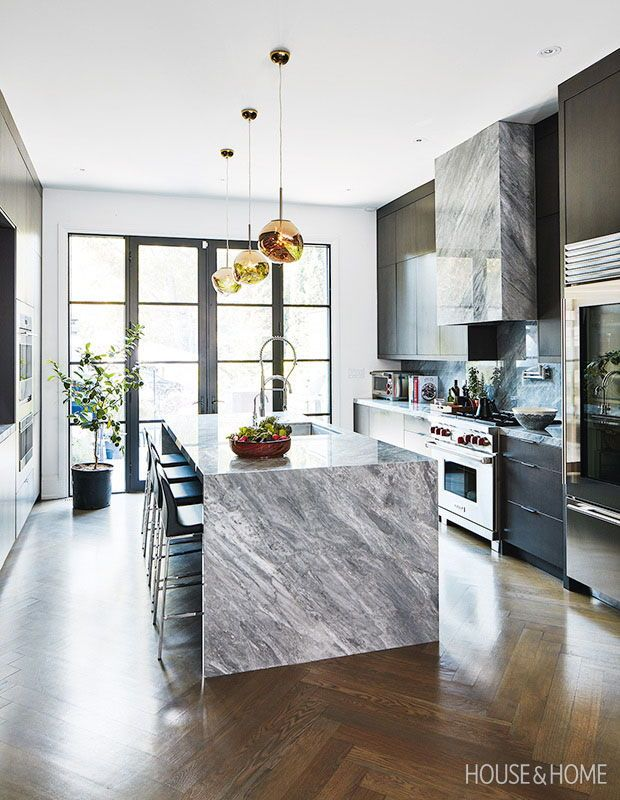 Accent Lighting Complements Sleek Cabinetry Photographer Stacey Brandford Designer Philip Haddad