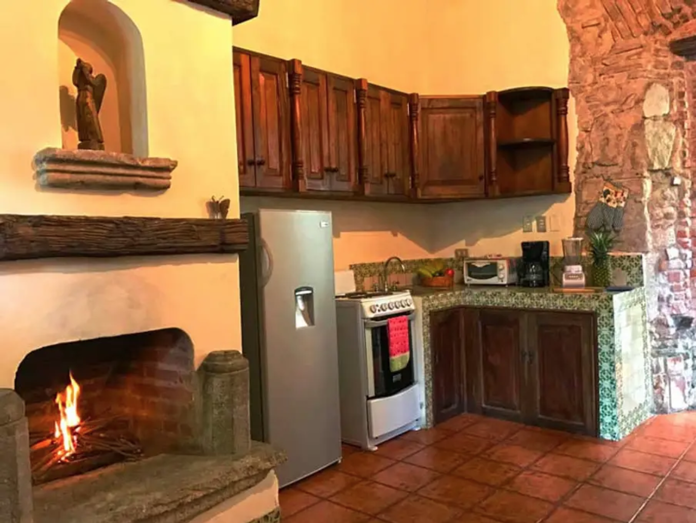 Cocina Con Chimena Estilo Colonial Antigua Guatemala Home Decor Decor Fireplace