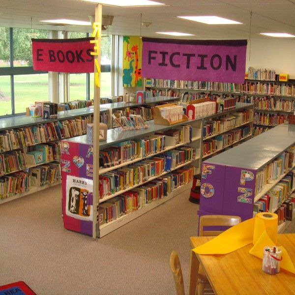 Making Over An Existing Space Barclay Elementary School School Library Design Elementary Library Decorations School Library Decor