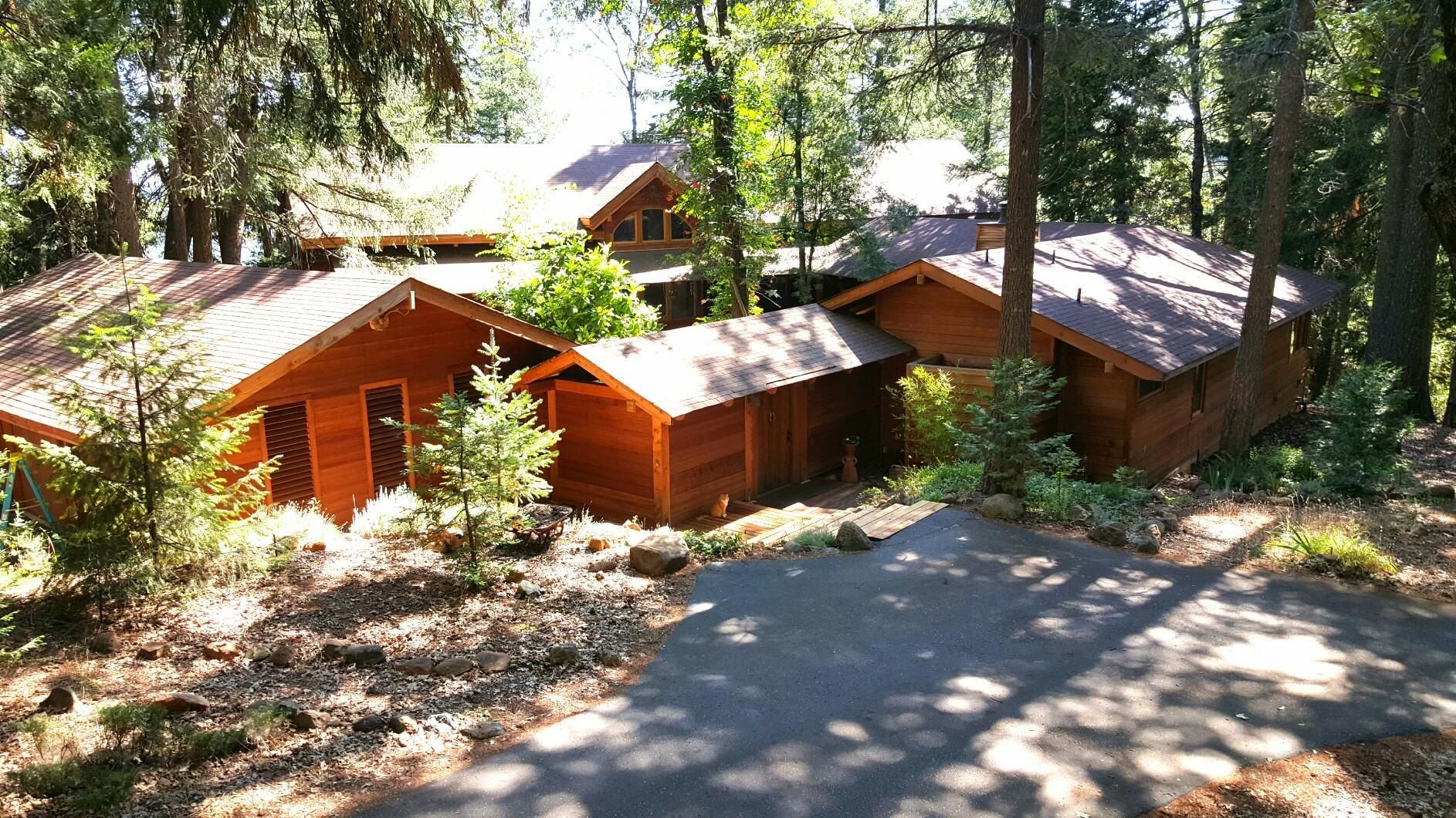Tahoe Forest Setting with lake views.  This is an extraordinary experience of serenity & luxury.  Located 1/2 hr from ski slopes and 7 min. from town. http://www.tourfactory.com/1406710/r_Pin NC $1,300,000