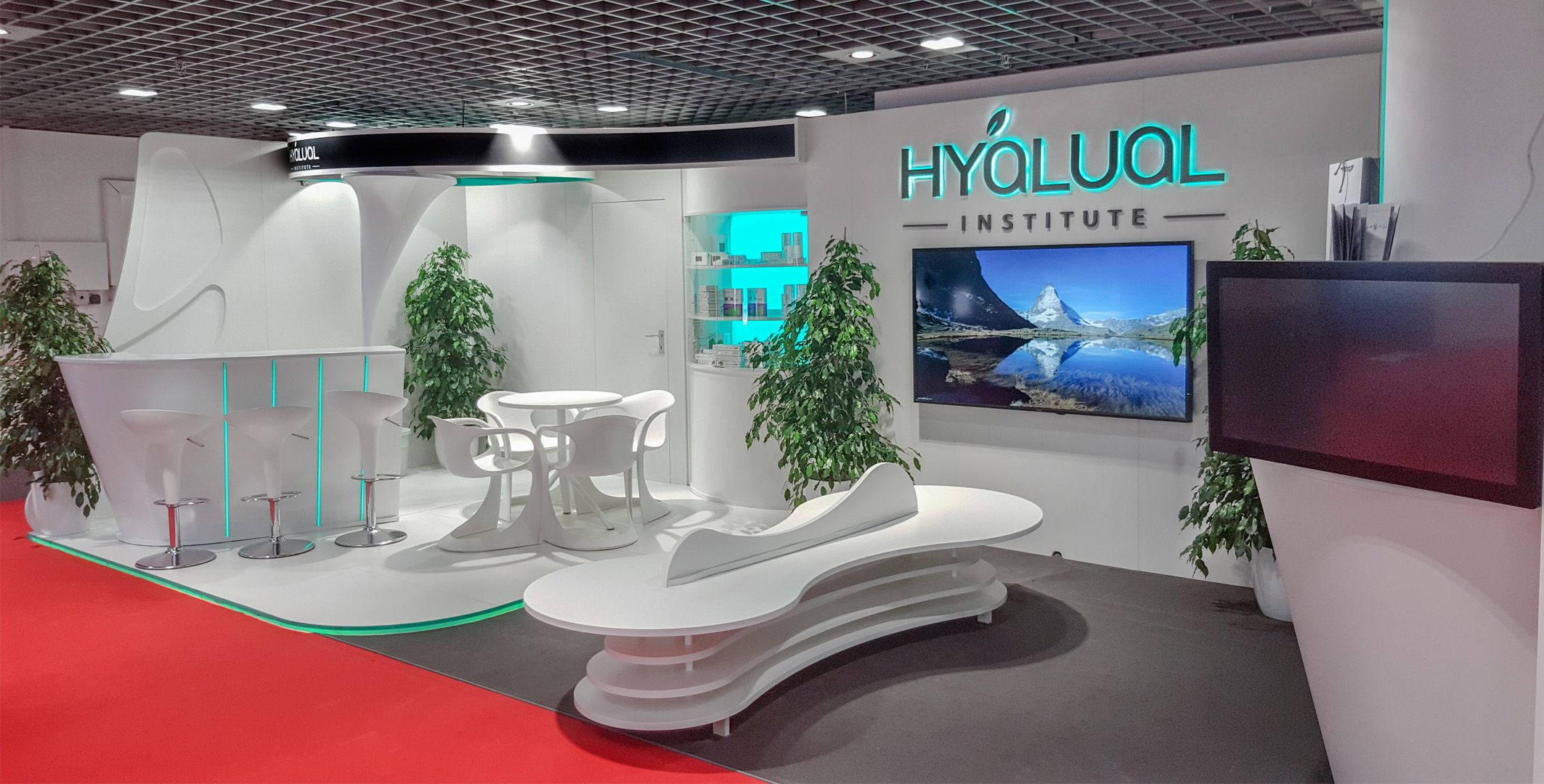 Hyalual  #hyalual #whitestand #azurestand #standdesign #exhibitionstand #exhibitionbooth #customstand #customstands #custommadestand #tailoredstand