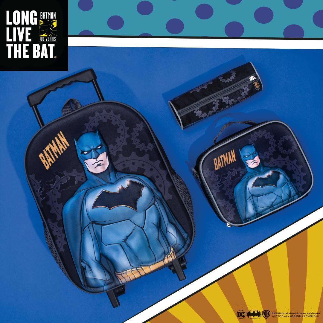 شجعي معجب باتمان الصغير على الذهاب إلى المدرسة من خلال اقتناء هذا الطقم متوفرة الآن في المتاجر وأونلاين Babyshoparabia Img Src Lunch Box Batman Bat