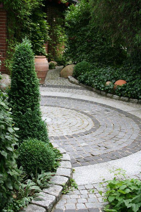 Pflasterarbeiten und Mauerbau › Zinsser Gartengestaltung, Schwimmteiche und Swimmingpools