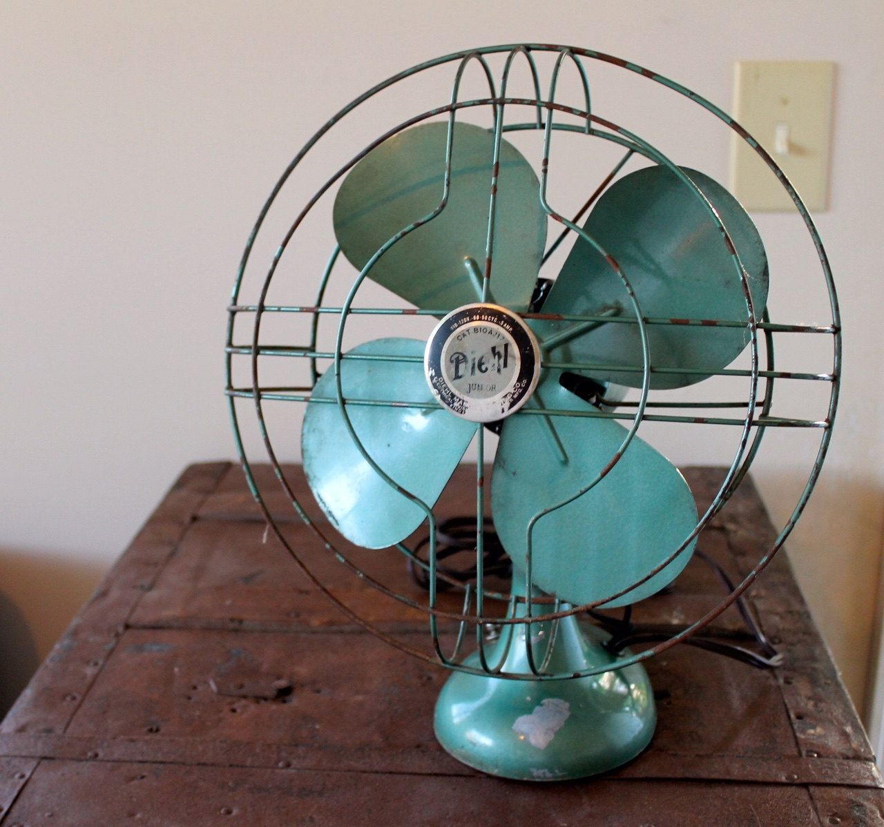 Vintage Mid Century Modern Hl Jr Retro Table Top Fan Turquoise Small