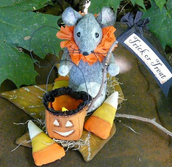 Prim Treat Halloween Mouse PDF pattern – trick or lantern fall leaf pumpkin candy corn doll wool fabric pdf primitive sign