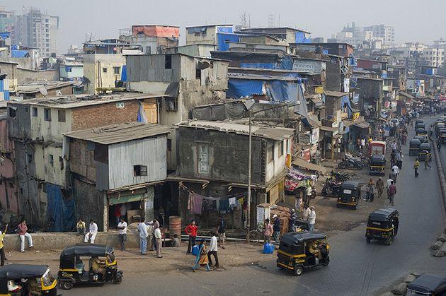 """Mumbai : Les Indiens ont une culture et une histoire très basée sur la religion, il n'est donc pas surprenant que Mumbai vienne du nom de la déesse Mumbadevi, ce qui signifie vaguement «mère» ou """"déesse de pierre"""". Comme nous le savons tous, avant 1995 Mumbai a été connu sous le nom de Bombay, qui venait des Portugais qui l'avait initialement appelée il Bombaim"""