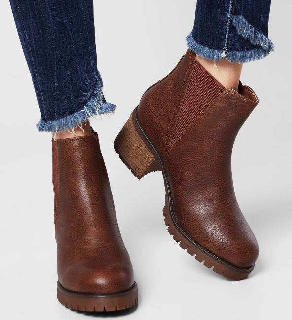 Step It Up Women S Brown Chunky Chelsea Boots In Brown With Big Soles Shoes That Make A Subtle S Boots Outfit Ankle Boots Women Fashion Chelsea Ankle Boots
