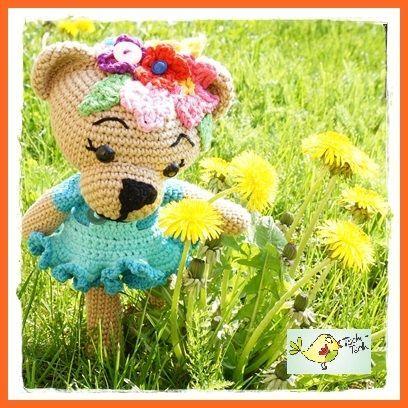 Free Pattern: Crochet Bear: Amigurumi Frühlings - Bär häkeln ...