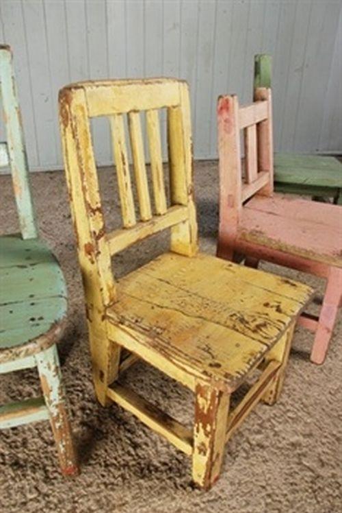 sedie di legno colorate stile chippy