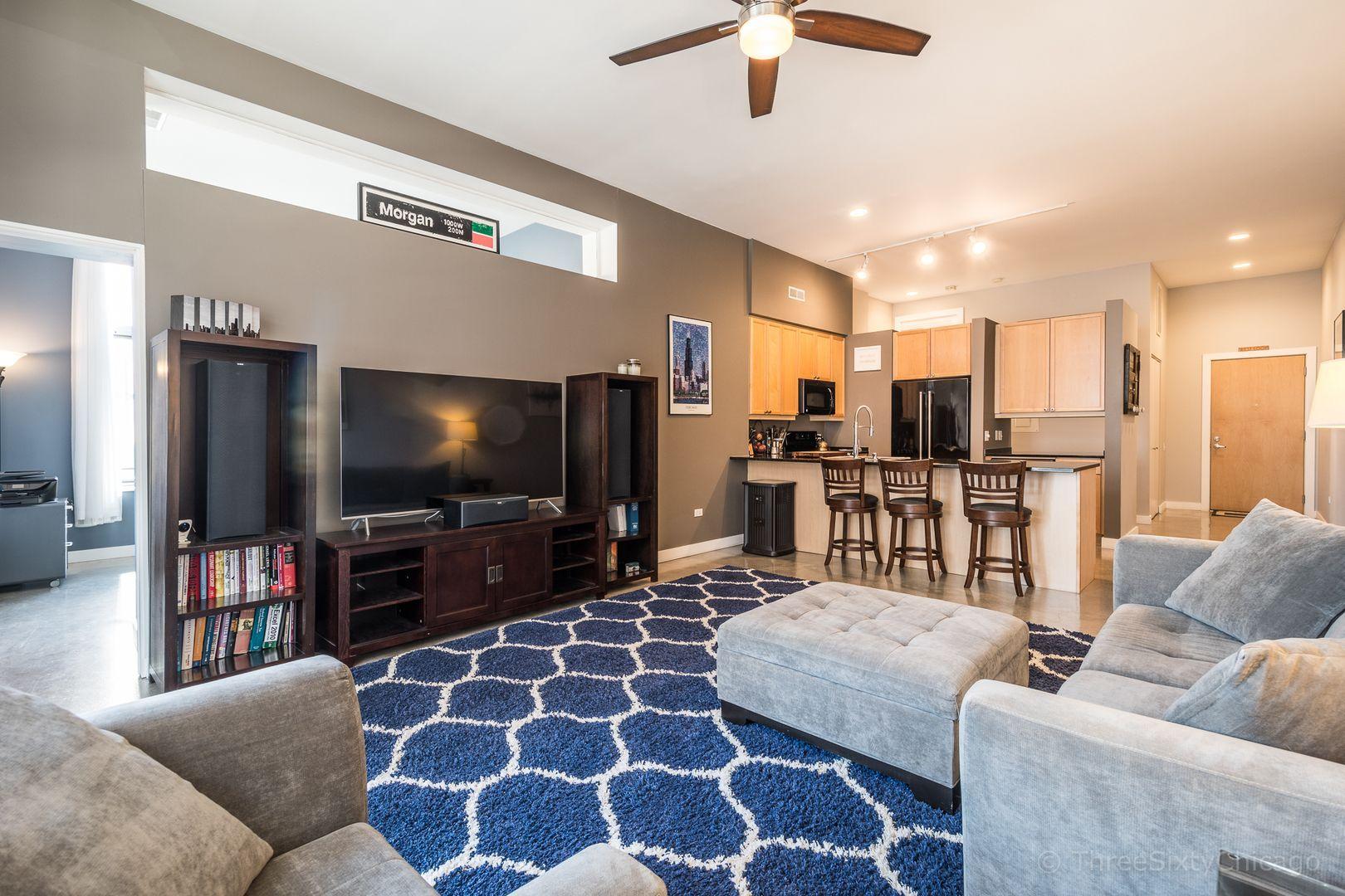 Immaculate West Loop Corner Unit Best Chicago Properties In 2020 Loft Spaces Condos For Rent Corner Unit