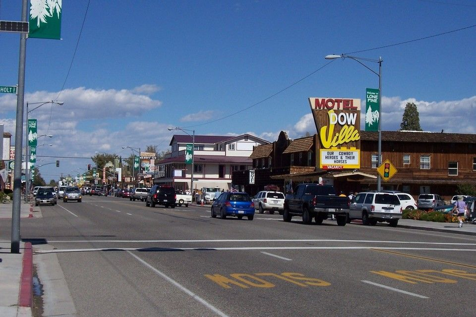 Downtown Lone Pine Ca Loved This Little Town At The Base Of Mount Whitney Had Fun Getting Hot Sauce Tips From Lone Pine California Lone Pine Road Trip Usa