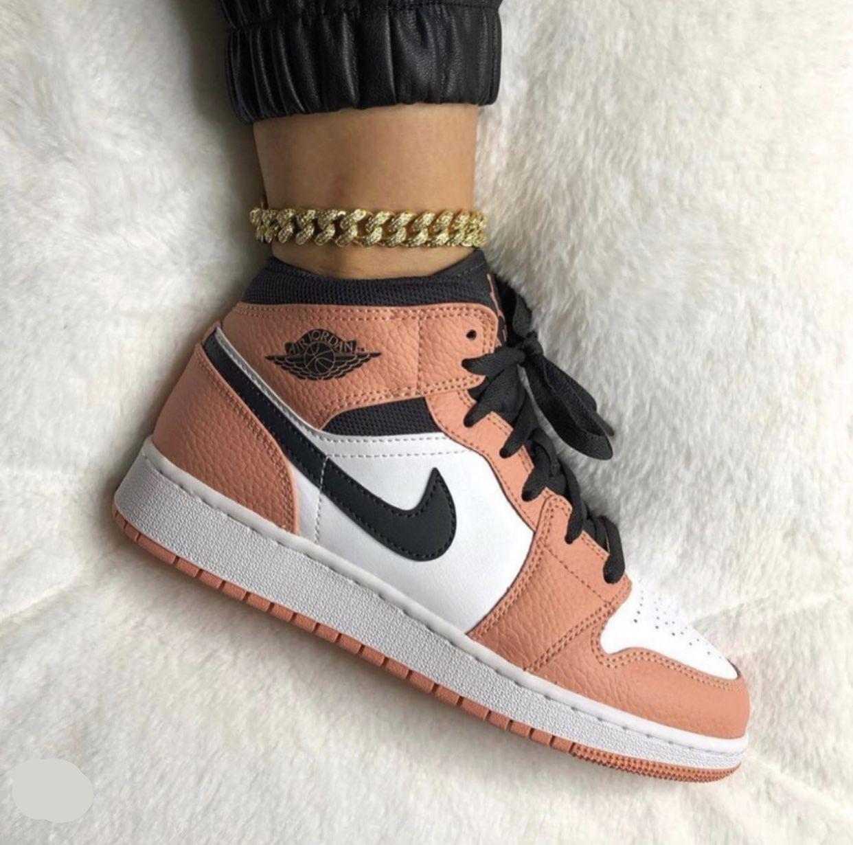 Pin By Lola Munoz On Shoes Jordan Shoes Girls Sneakers Fashion All Nike Shoes