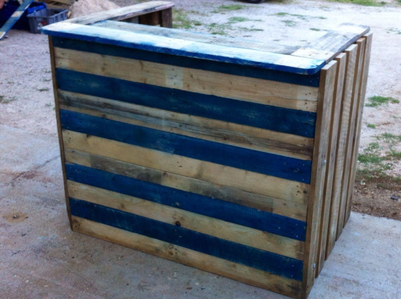 comptoir de bar en palettes recycl es bruts meubles et rangements par les palettes a lolo. Black Bedroom Furniture Sets. Home Design Ideas