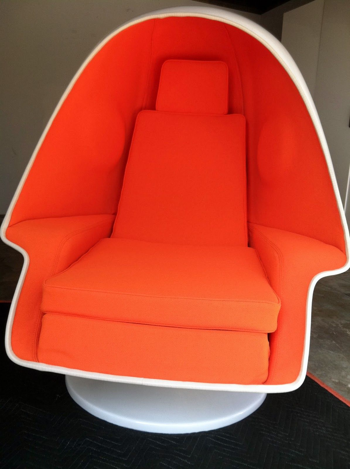 Exceptionnel Lee West Alpha Egg Lounge Speaker Chair