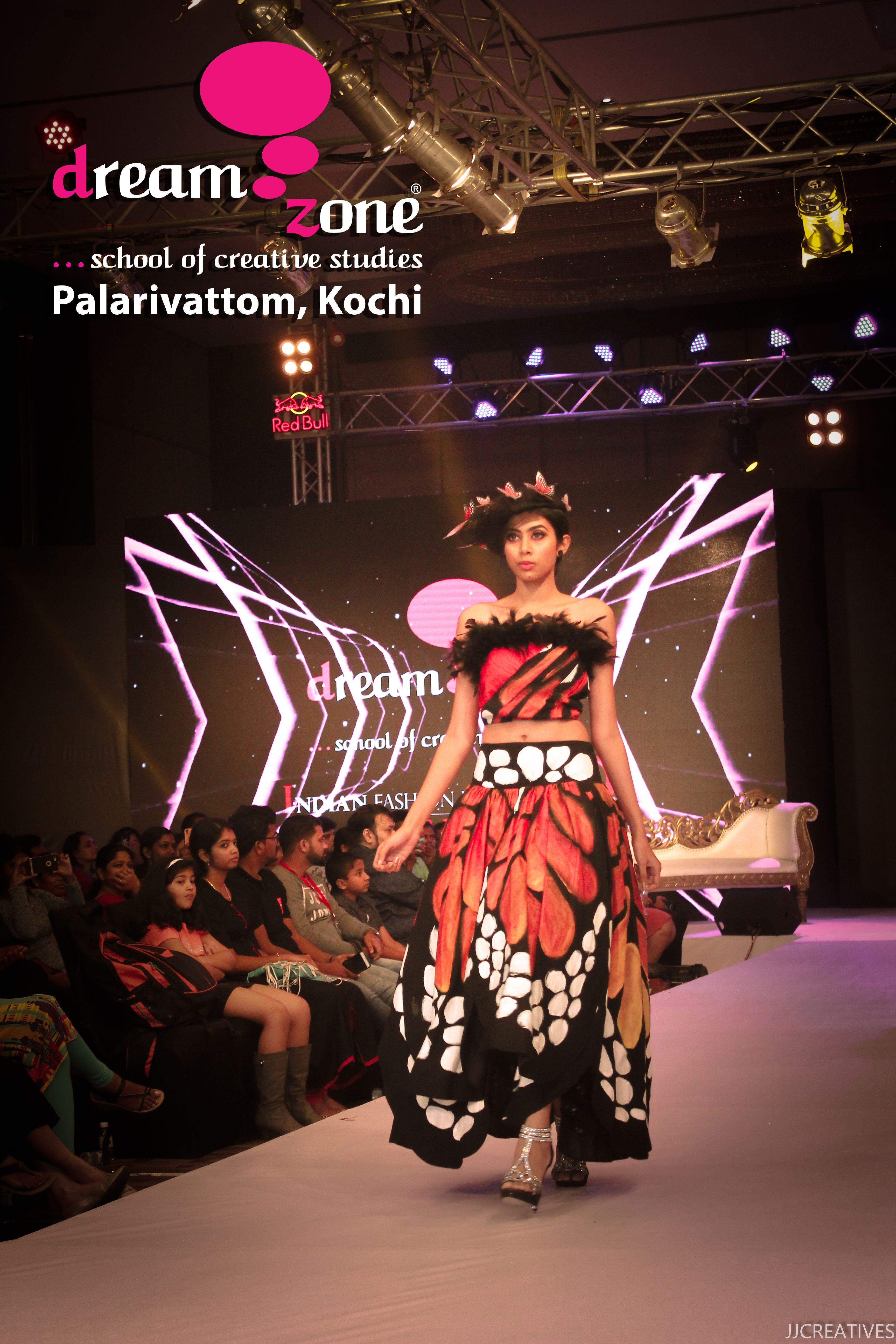 Dreamzone Training Institute Offering Professional Designing Courses In Interior Design Fashio Fashion Designing Institute Graphic Design Course Fashion Design