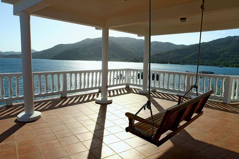 Hotel La Roca en Islas de la Bahía, Honduras