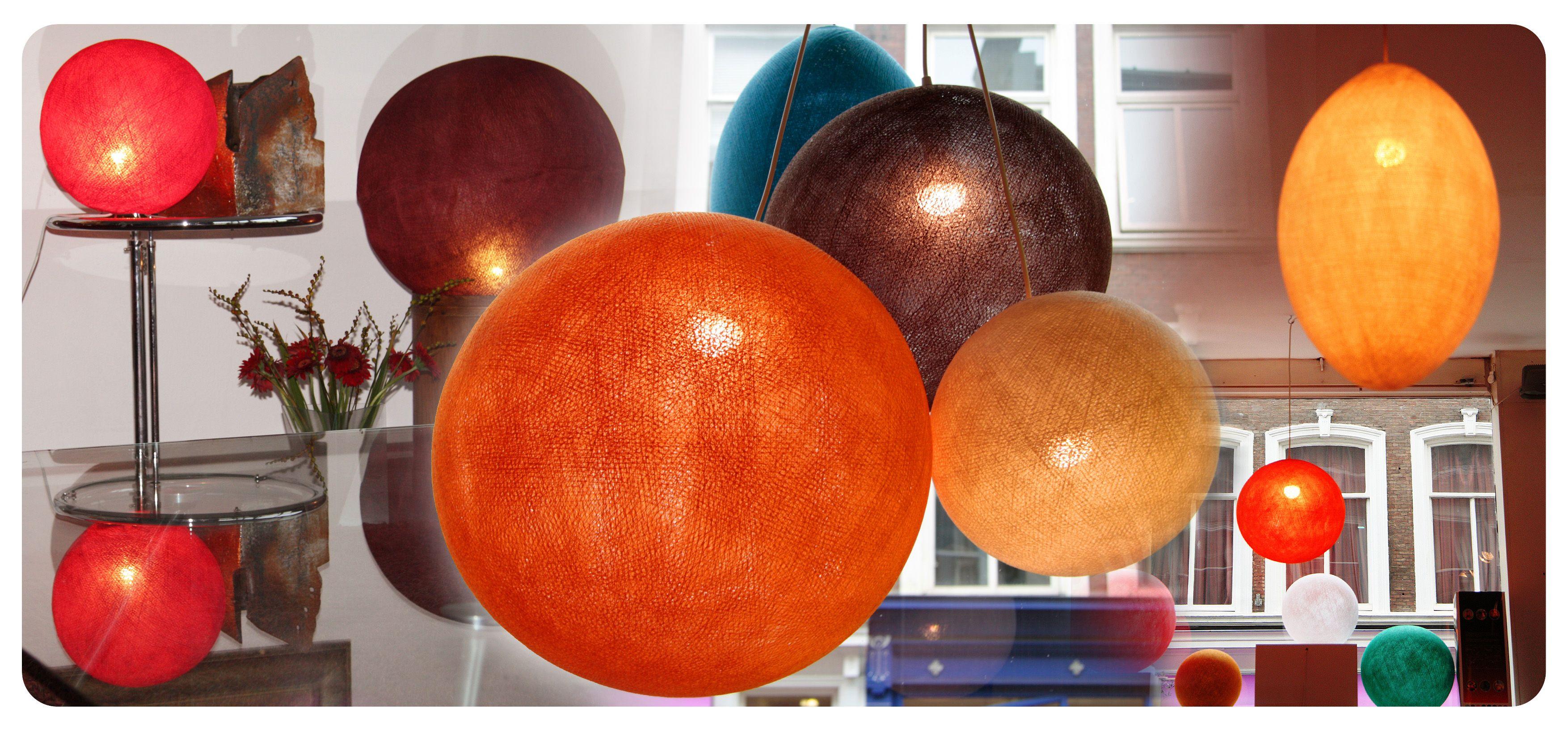 Grote sfeervolle hanglampen van iGlowbes. Verkrijgbaar in 6 maten en diverse kleuren. www.iglowbes.com.