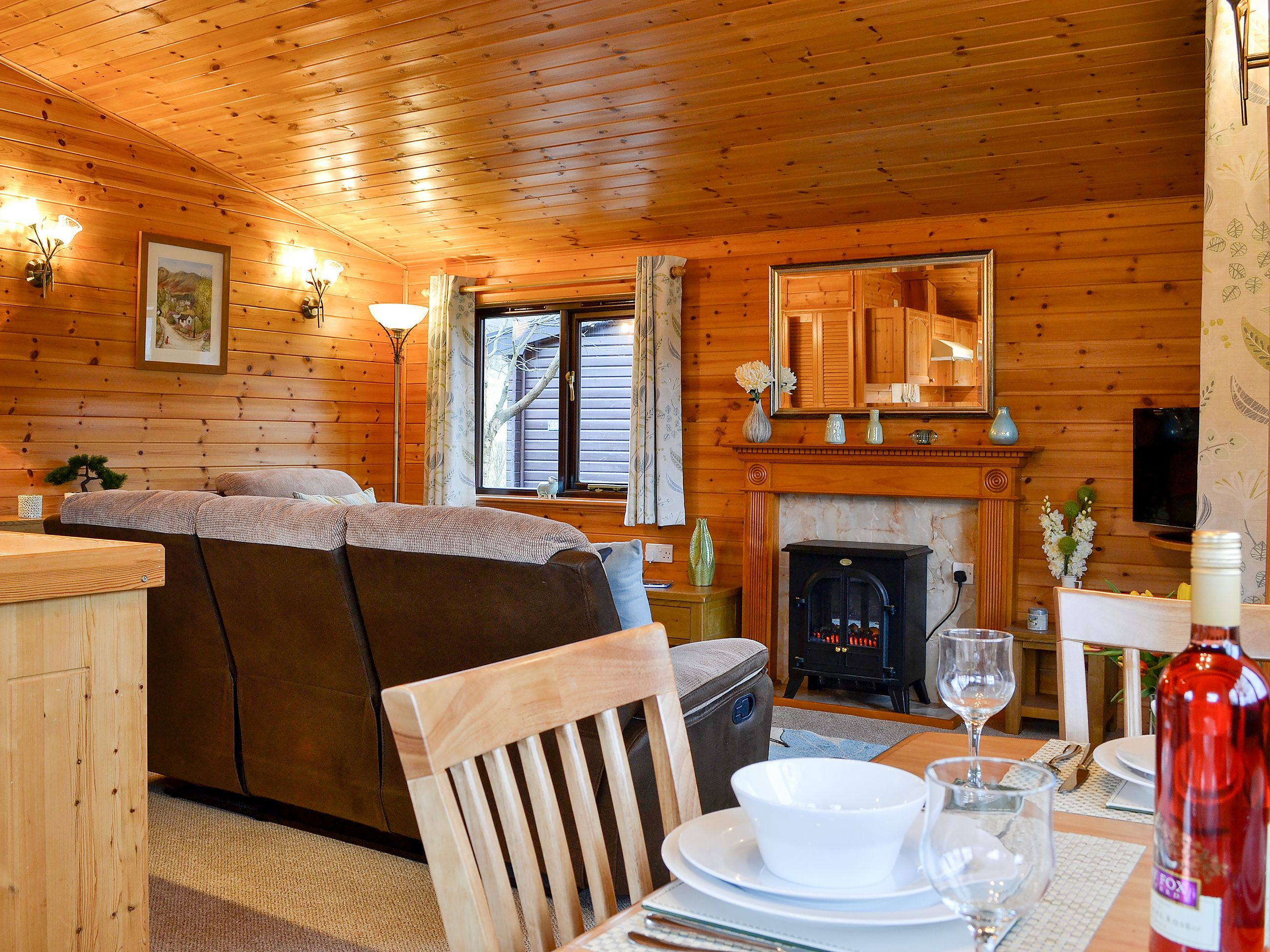 Burnside Park Borrowdale Lodge Ref Uk1271 In Keswick Cumbria