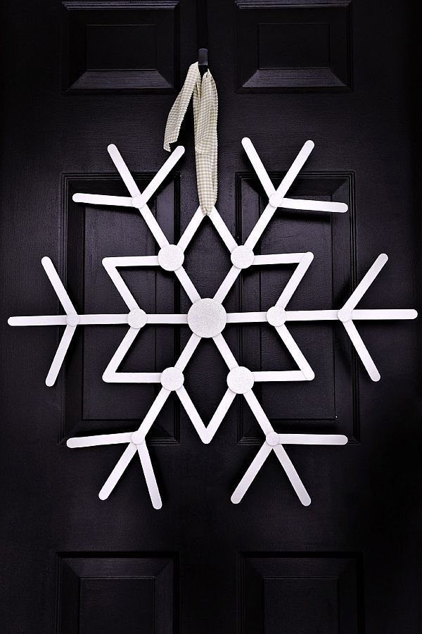 Snowflake Wreaths With Which To Welcome Winter Into The House Snowflake Wreath out of Popsicle sticks  Maybe paint turquoise instead of white  is part of Snow flakes diy, Popsicle stick snowflake, Christmas crafts, Christmas fun, Christmas wreaths, Snowflake wreath - Snowflake Wreath out of Popsicle sticks  Maybe paint turquoise instead of white