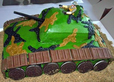 Another creative armytheme with wheels made from chocolate and