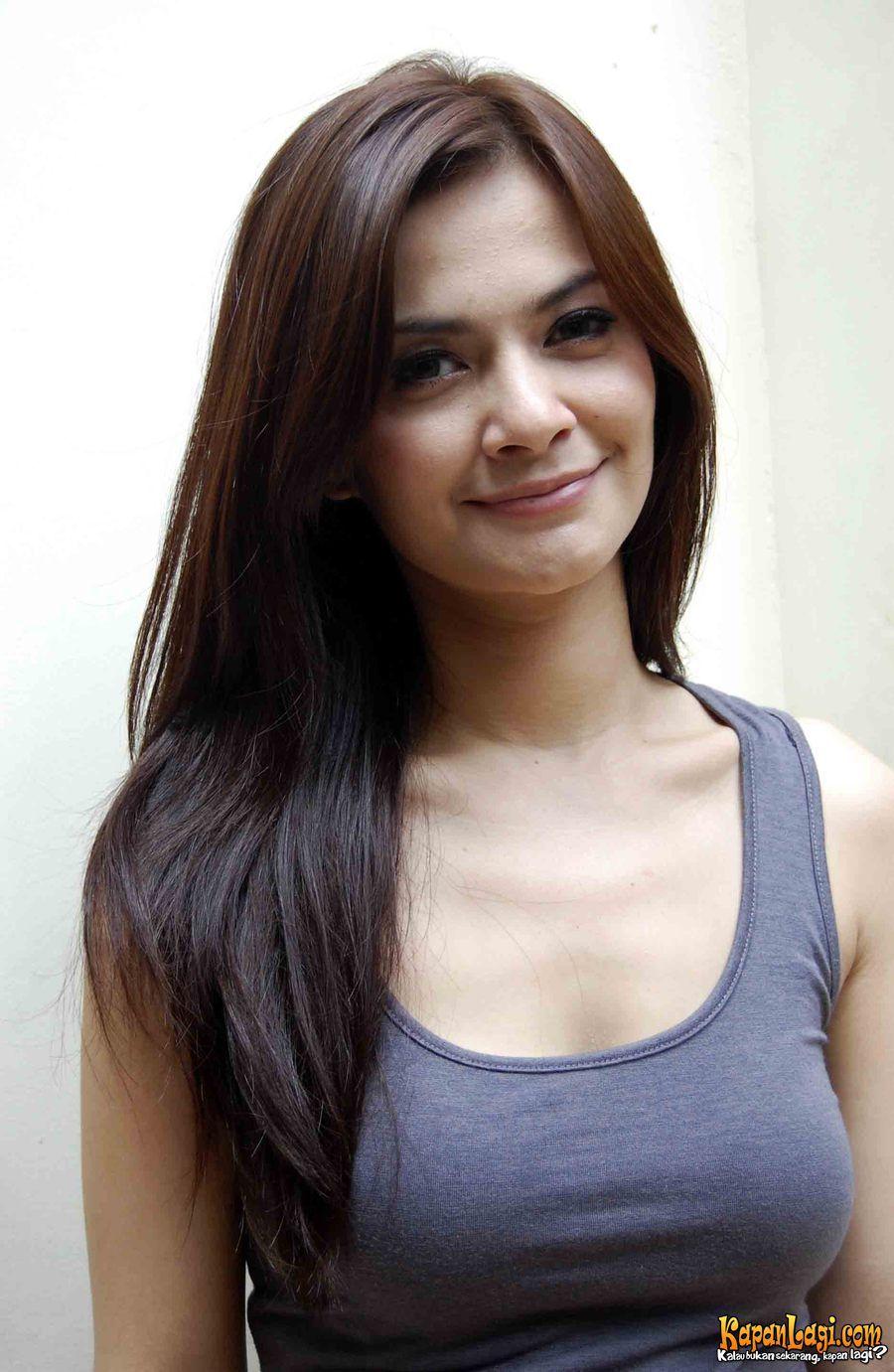 Foto Luna Maya Gadis Cantik Asia Wanita Terseksi Wanita