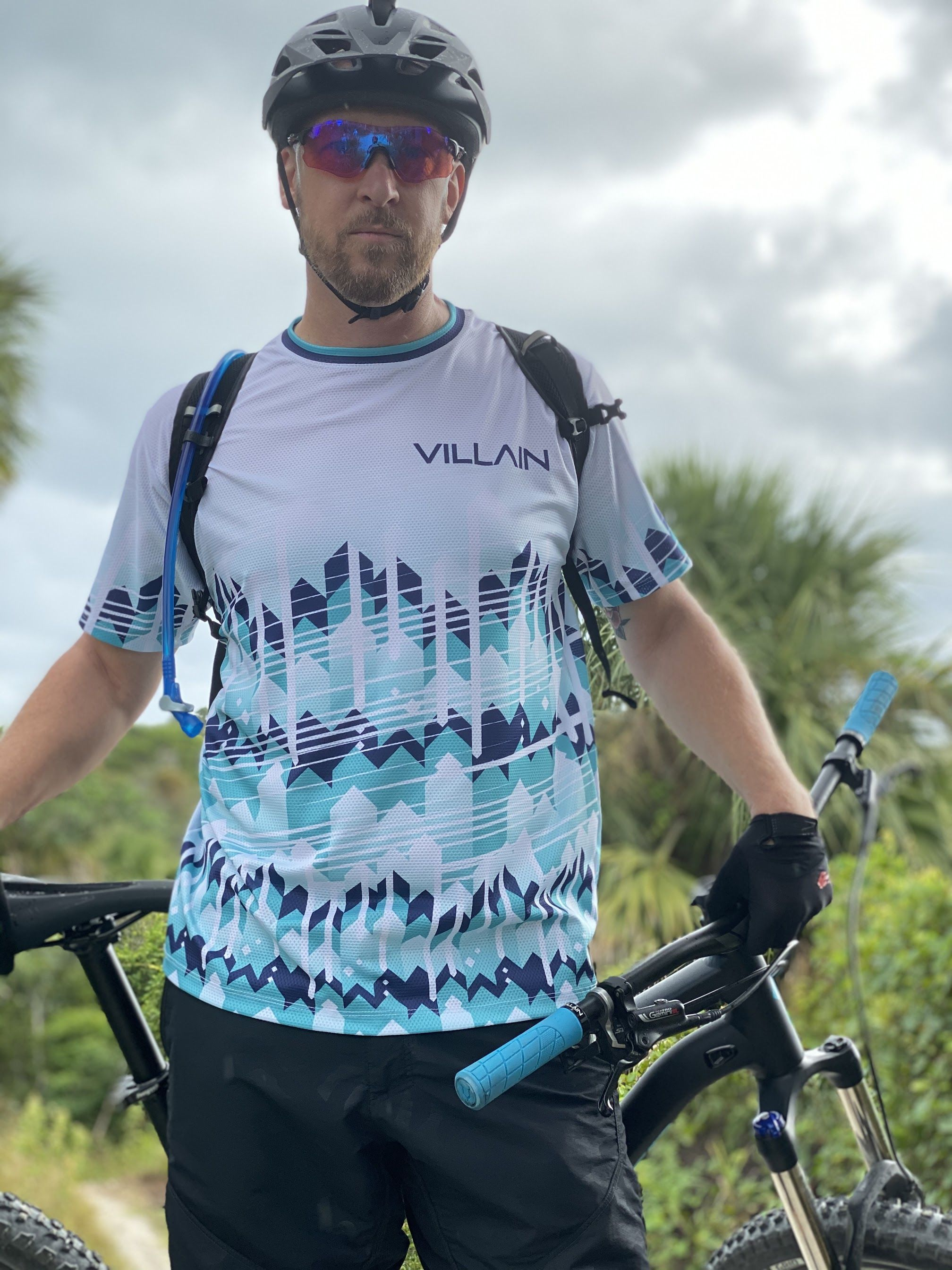 Lock-On Bike Grip VILLAIN Arrest 1st Offense Bicycle Handlebar Grips Ergonomic