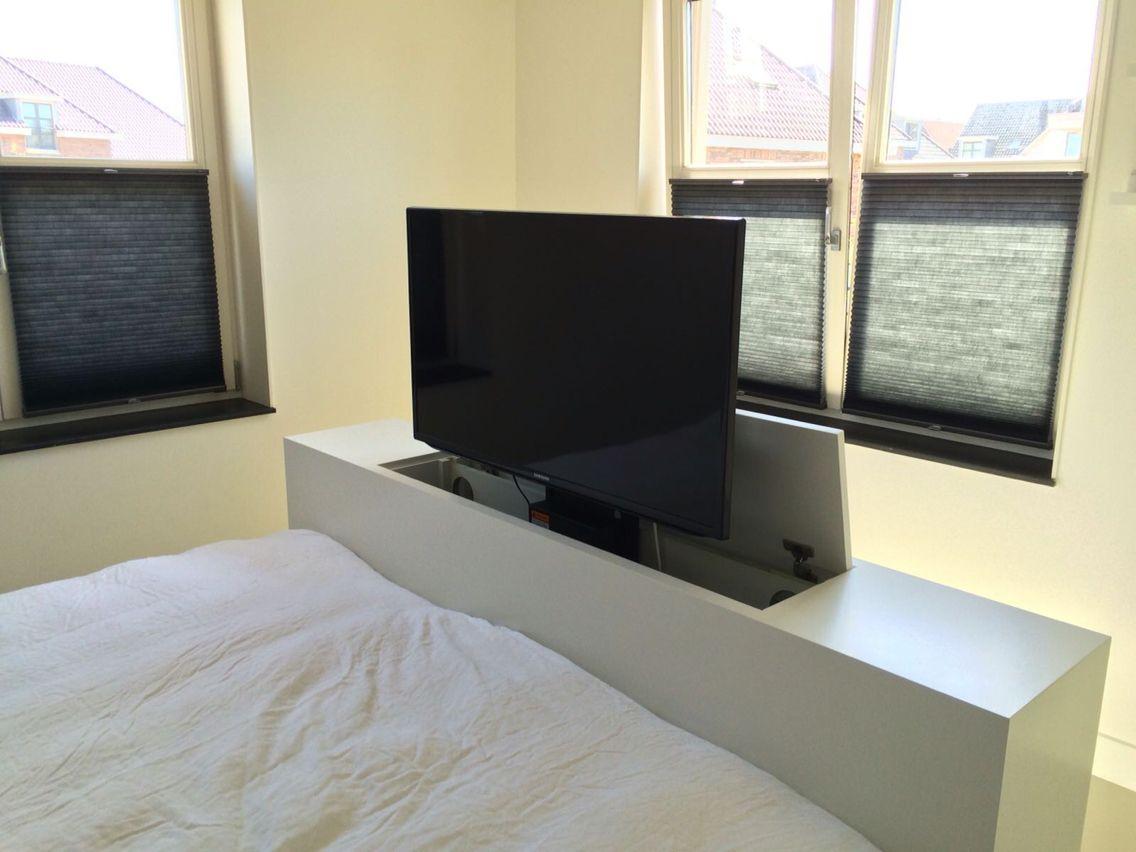 Maatwerk droomslaapkamer met bedombouw met tvlift