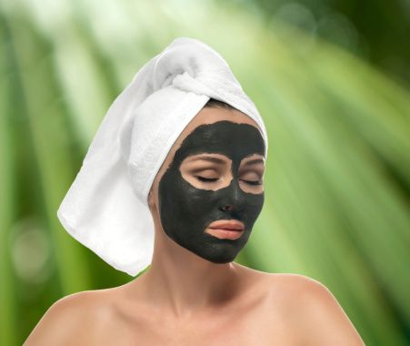If green tea is good for your inside, it's surely good for your outside!  You can make a simple yet natural green tea mask for your face!   How to make it --> http://www.yingandyangliving.com/beauty-fashion/green-tea-mask/