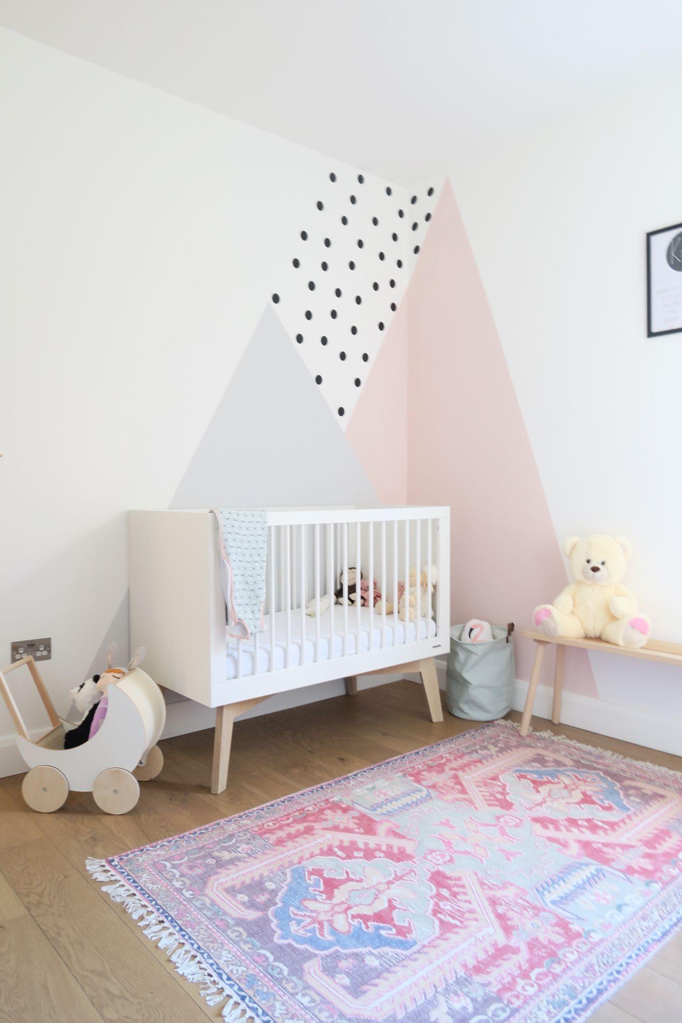 Binnenkijker In Londen Blogger Festiv Showt Haar Engelse Huis Babykamer Decoratie Babykamer Meisjes Babykamer Kast