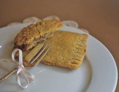 Home made Pop Tarts, gluten-free... I really need to try these!