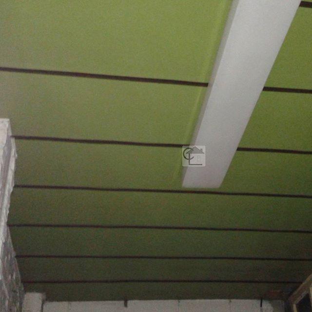 Plafond En Plaques De Glasal Amiantées Dans Un Atelier De
