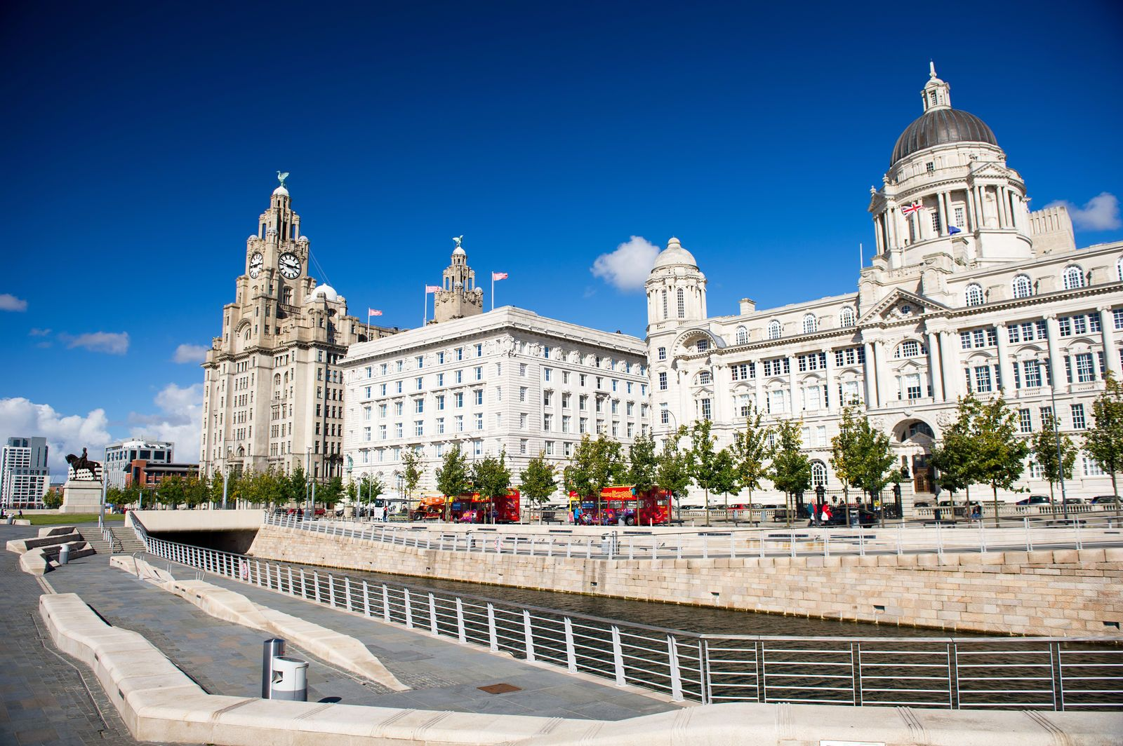 Liverpool was one of the British empire's most important harbour and was brought back to fame in recent history by the most successful rock band to have ever existed. Now a cultural capital of the North, Liverpool offers many Beatles-related attractions as well as more serious museums and monuments.