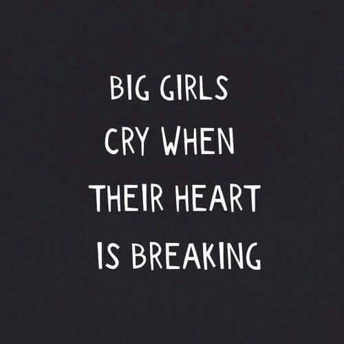 Las Grandes Chicas Lloran Cuando Su Corazón Esta Roto Lyrics Music Lyrics Crying