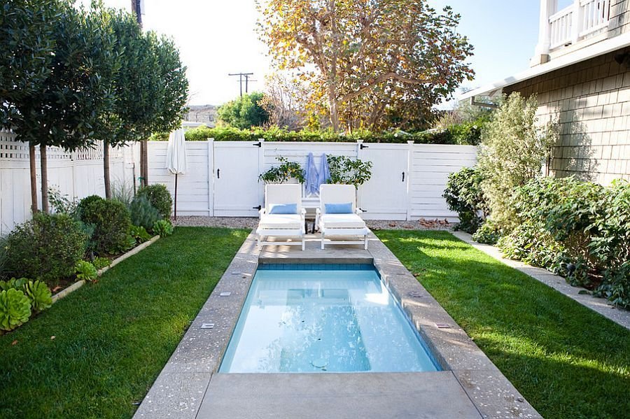 A tiny pool in the small urban backyard is all you need to beat the summer