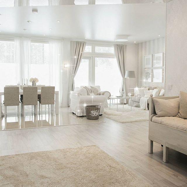 Have a lovely day😙 Weekend is about to start🎀 Valmistelen juuri blogipostausta, jossa kerron mitä mieltä olen värien käytöstä sisustuksessa. Kivaa alkavaa viikonloppua🎀 #friday #home #interior #homedecor #houseandhome #myhome #livingroom #olohuone #home_and_living #interior123 #lovelyinterior #charminghomes #passion4interior #makehomeyours #mm_interior #interiorstyled #roominteriorr #interiorharmoni #myhome2inspire